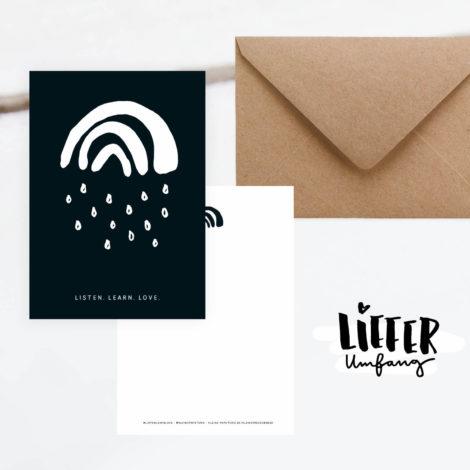 Spenden-Postkarte Listen. Learn. Love. mit dem Kleinen Regenbogen aus der Kleinen Papeterie Lieferumfang